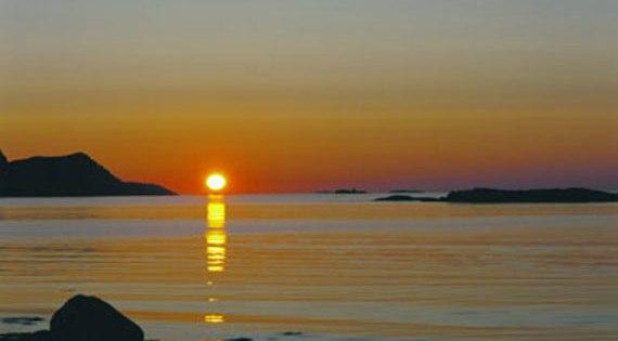 Gambar ] jom lihat fenomena matahari pada waktu malam yang indah